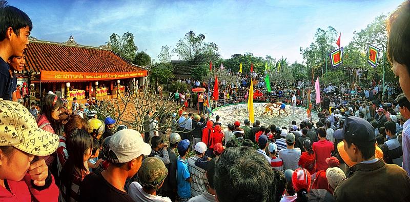 """Giải ba: Tác phẩm """"Hội vật làng Thủ Lễ""""Tác giả: Nguyễn Đức Trí"""